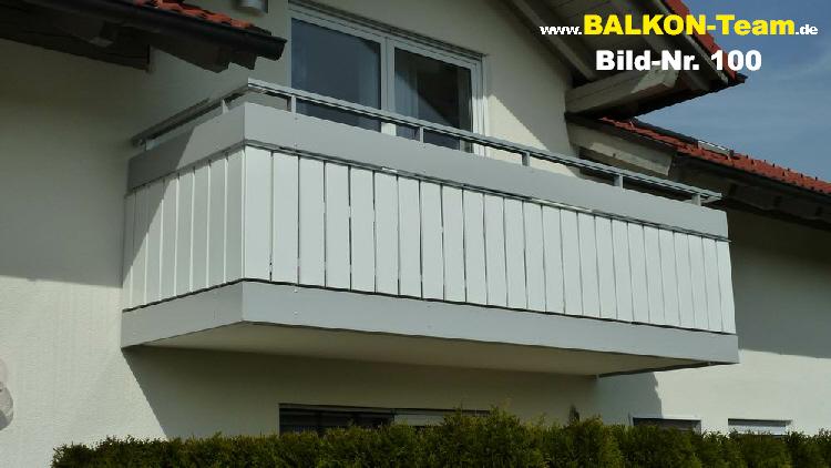 Senkrecht Und In Farbe Balkonverkleidung