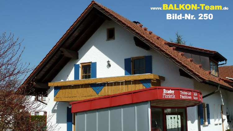 Senkrechte Balkonverkleidung In Holzoptik